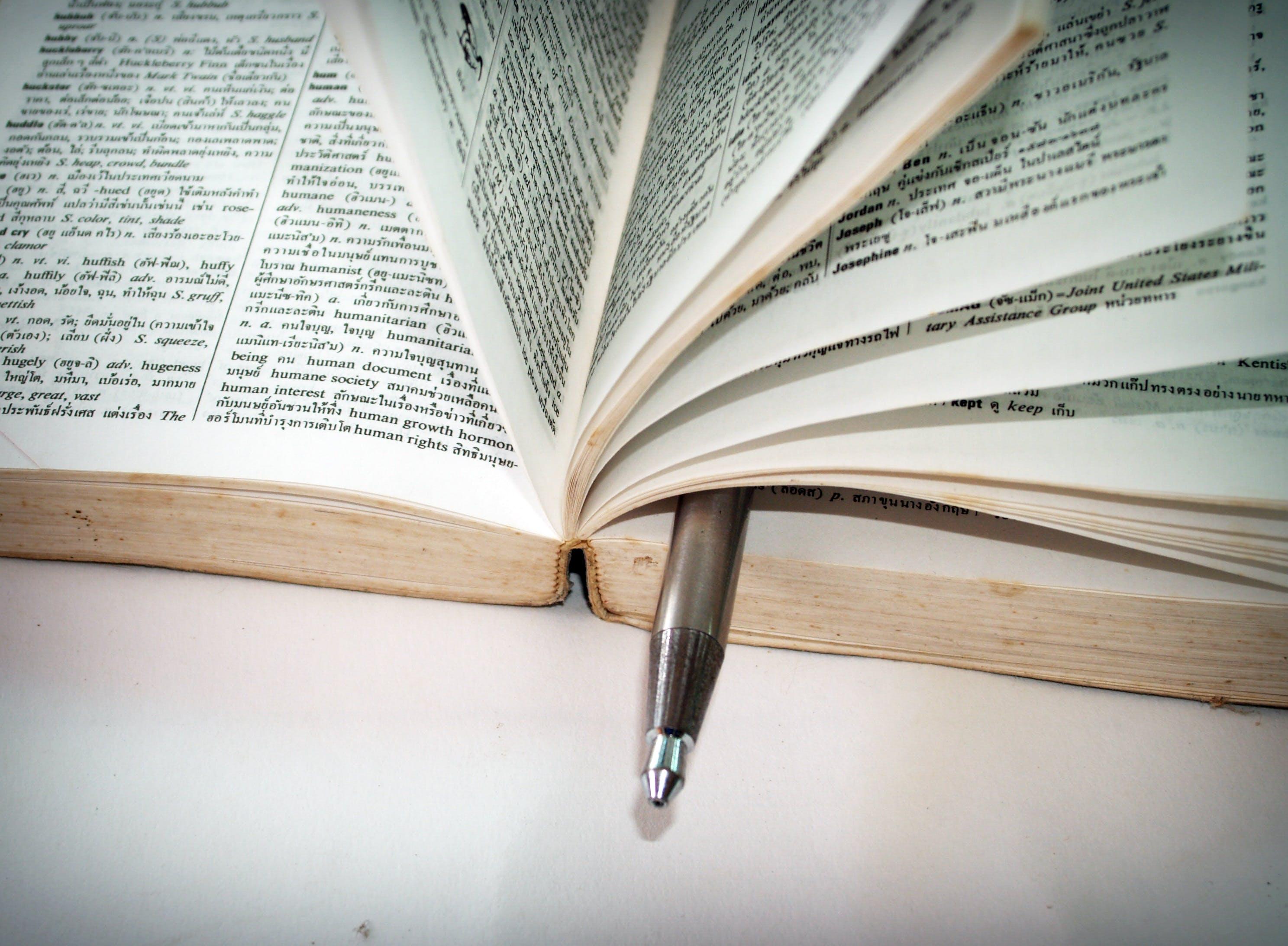 Kostenloses Stock Foto zu bibel, bibliothek, dokument, fokus