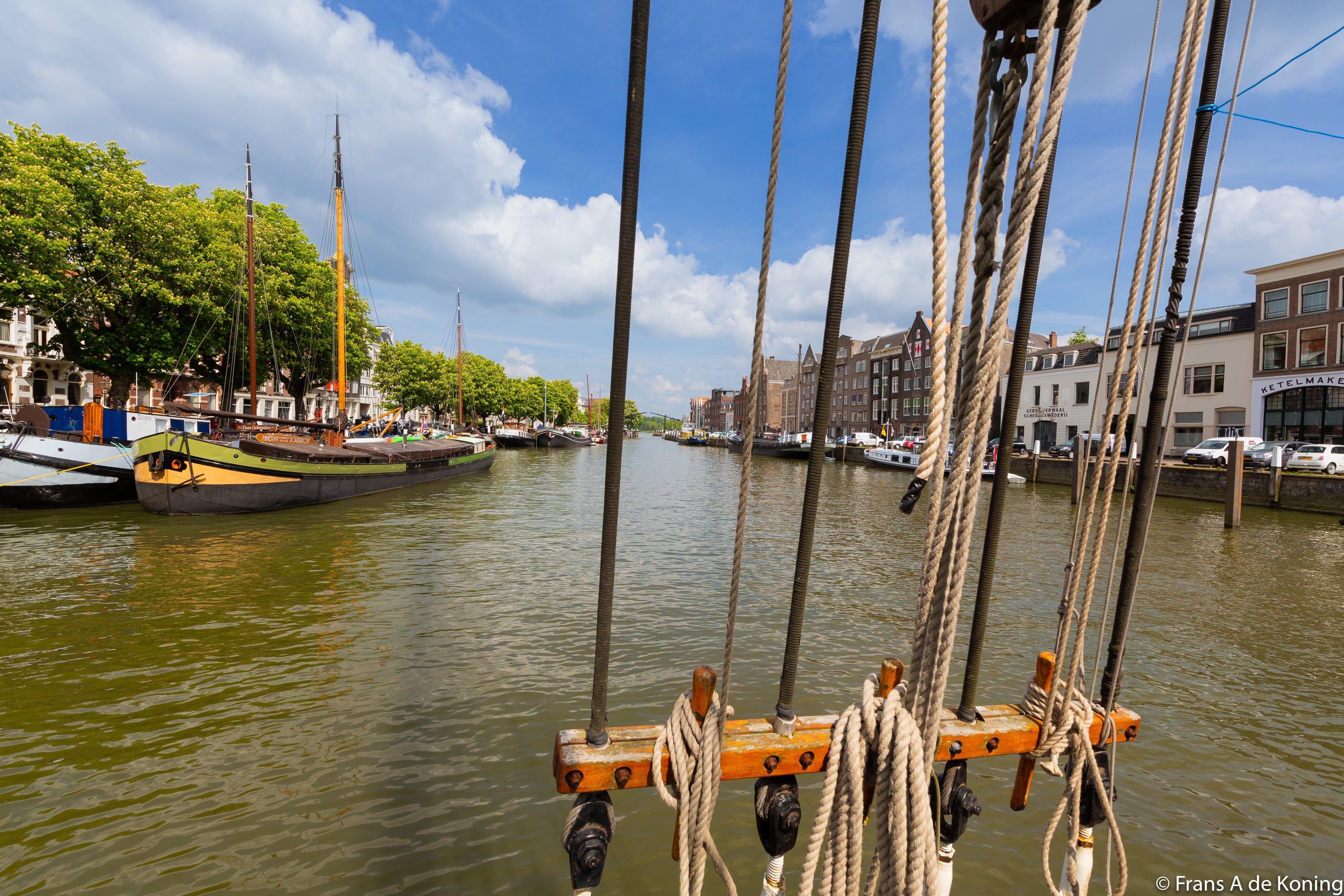 Foto stok gratis dordrecht, kapal darat tua, pandangan jauh, pelabuhan