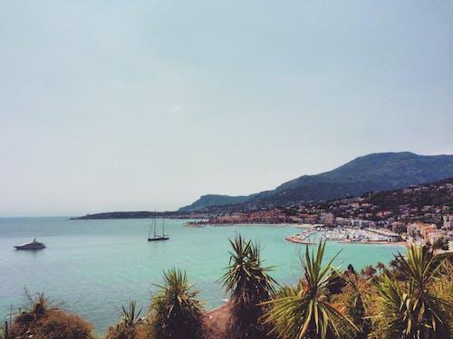 Δωρεάν στοκ φωτογραφιών με βάρκα, βουνά, Γαλλία, θάλασσα
