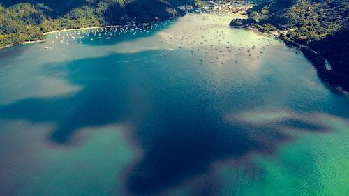 Безкоштовне стокове фото на тему «аерознімок, берег моря, відображення, вітрильний спорт»