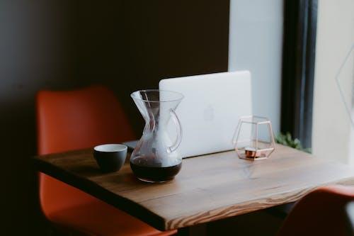 Photos gratuites de à l'intérieur, articles en verre, bois, bureau