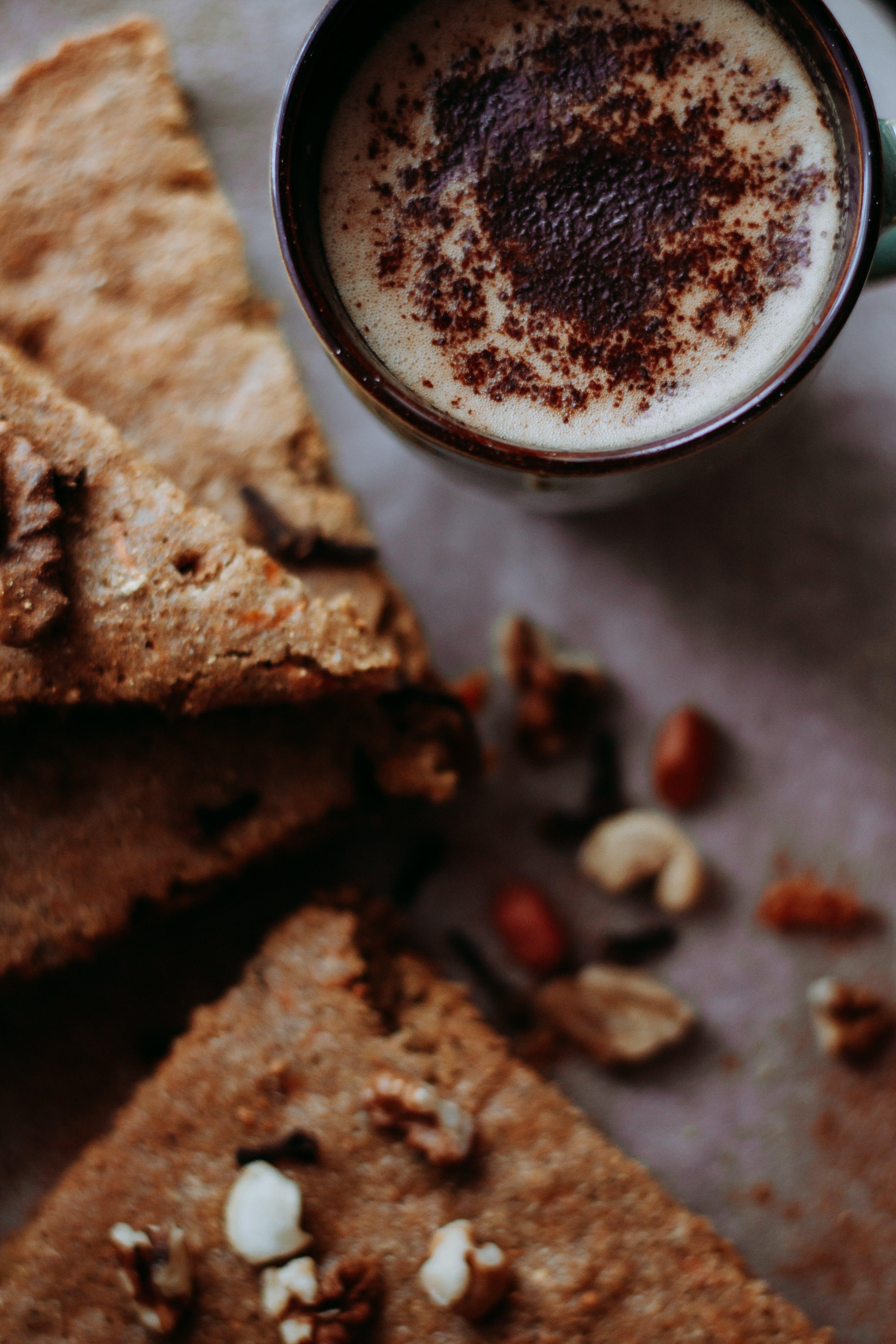 Kostenloses Stock Foto zu brot, cappuccino, dessert, frühstück