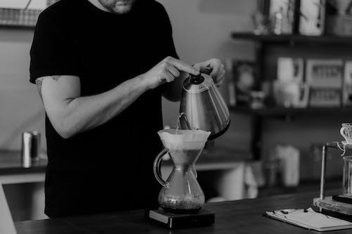 Бесплатное стоковое фото с chemex, кафе, кофе, мужчина