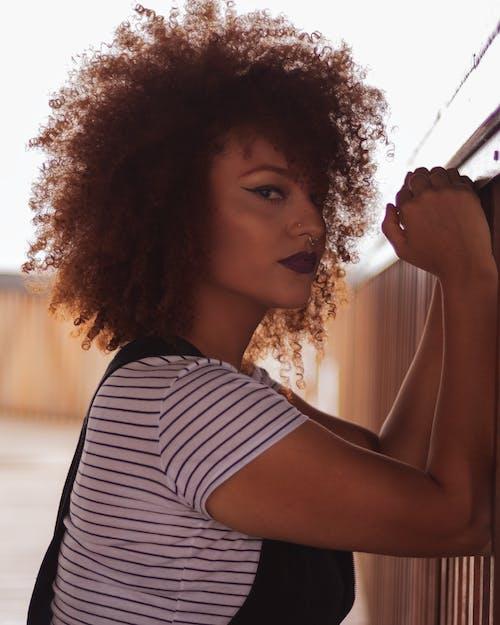 Безкоштовне стокове фото на тему «афро, вираз обличчя, вишуканість, вродлива»