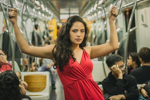 享受, 公共交通工具, 女人, 女性 的 免費圖庫相片