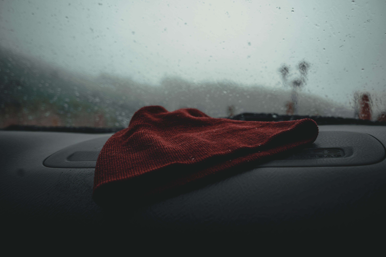 Kostnadsfri bild av bilinteriör, hatt, instrumentbräda, oskärpa
