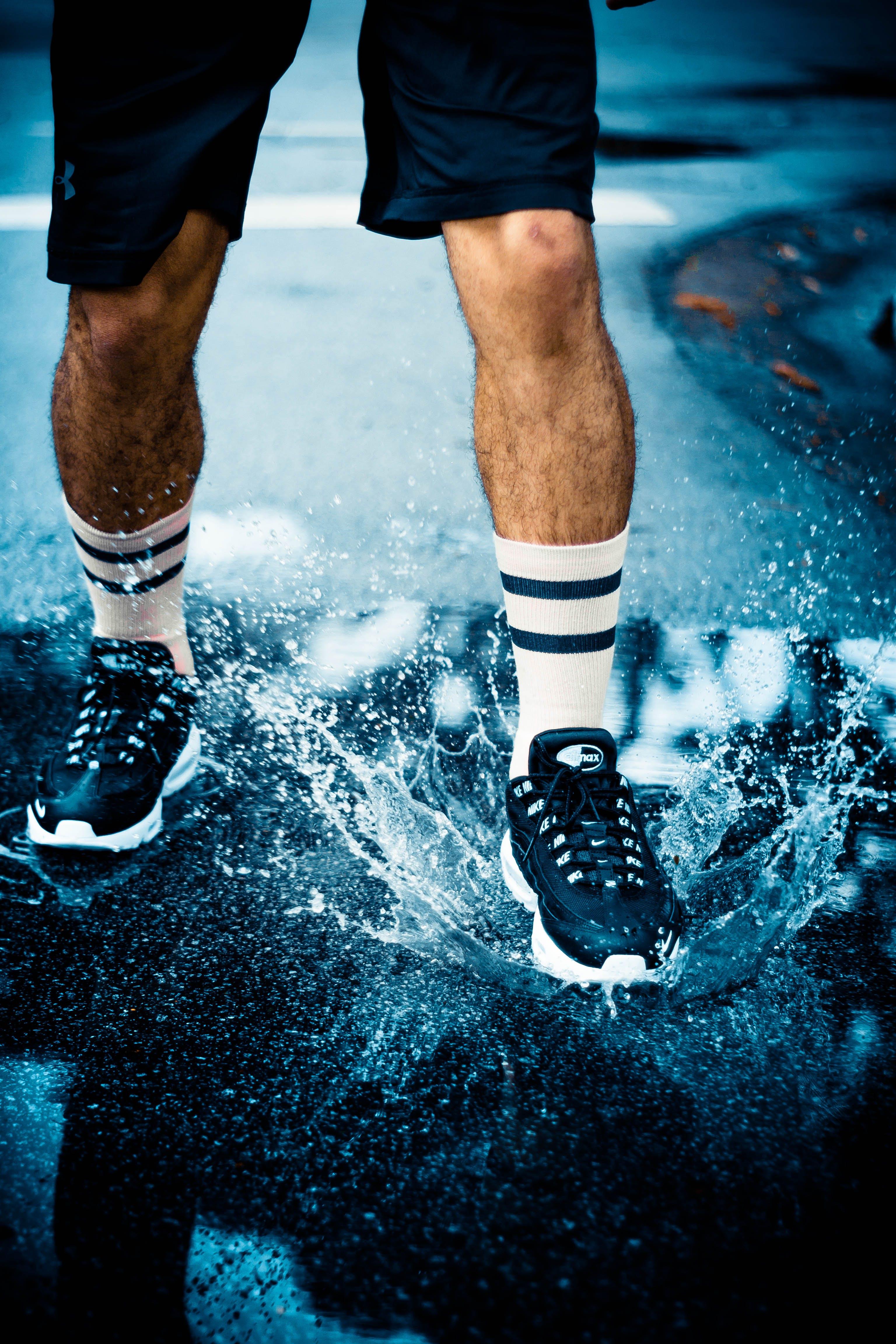 ayakkabı, ayakkabılar, sıçramak, Spor ayakkabılar içeren Ücretsiz stok fotoğraf