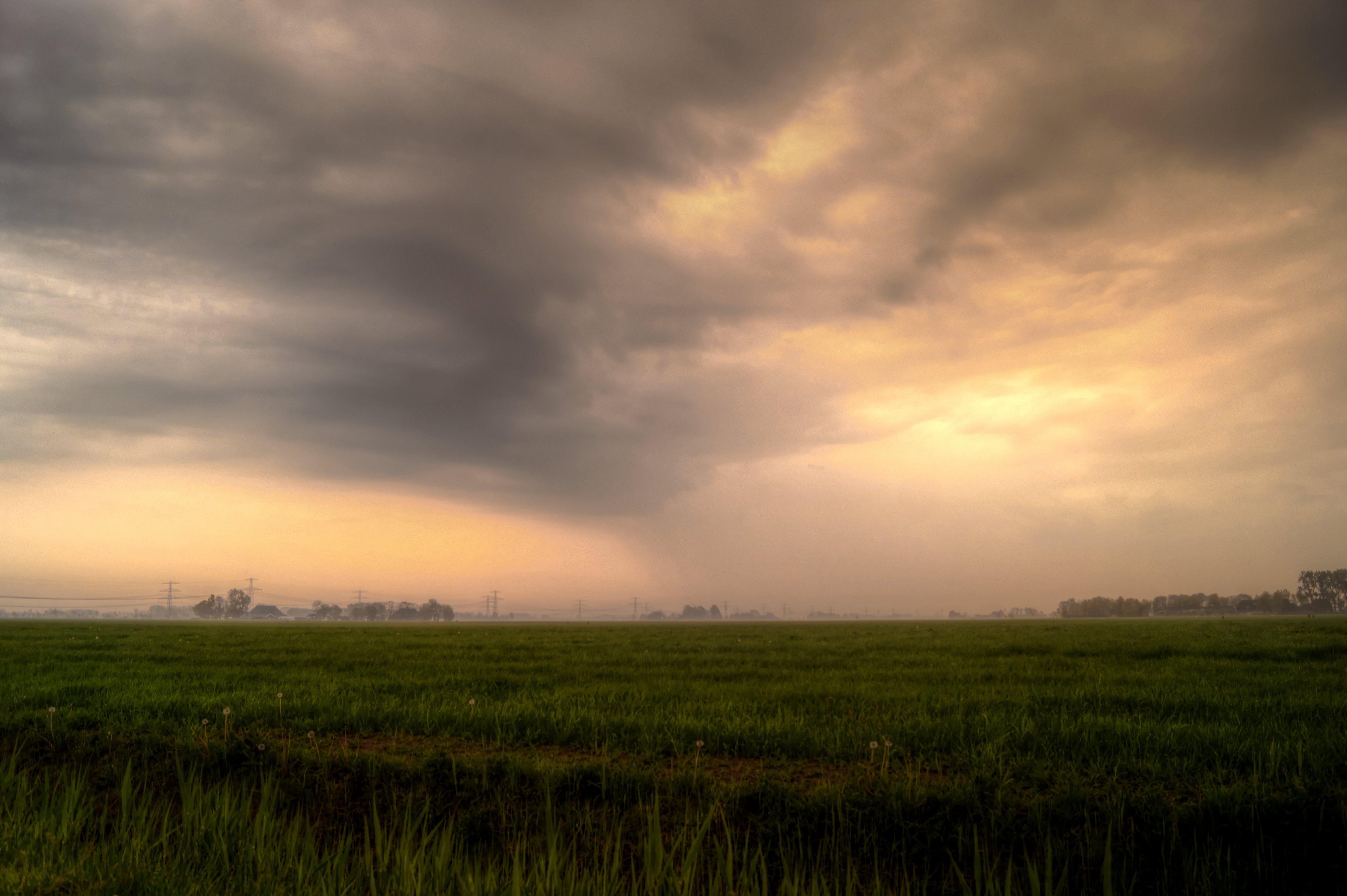 Gratis arkivbilde med åker, skyer, skyet, stormfull
