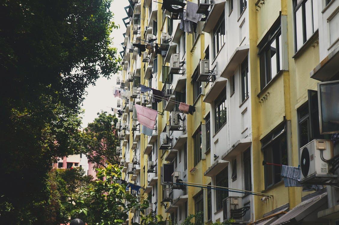 ablakok, bérház, beton