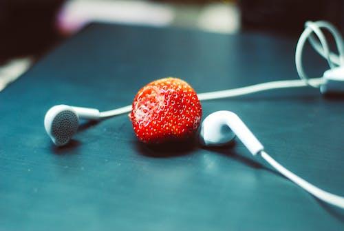 イチゴ, イヤホンの無料の写真素材