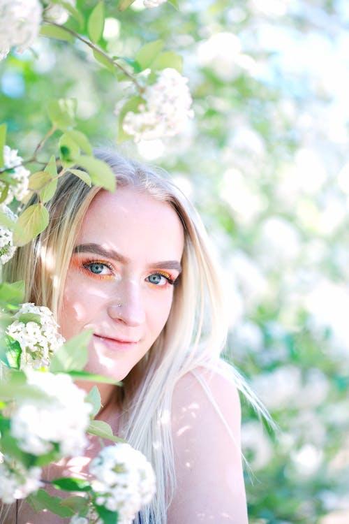 Ilmainen kuvapankkikuva tunnisteilla auringonvalo, blondi, henkilö, hymy