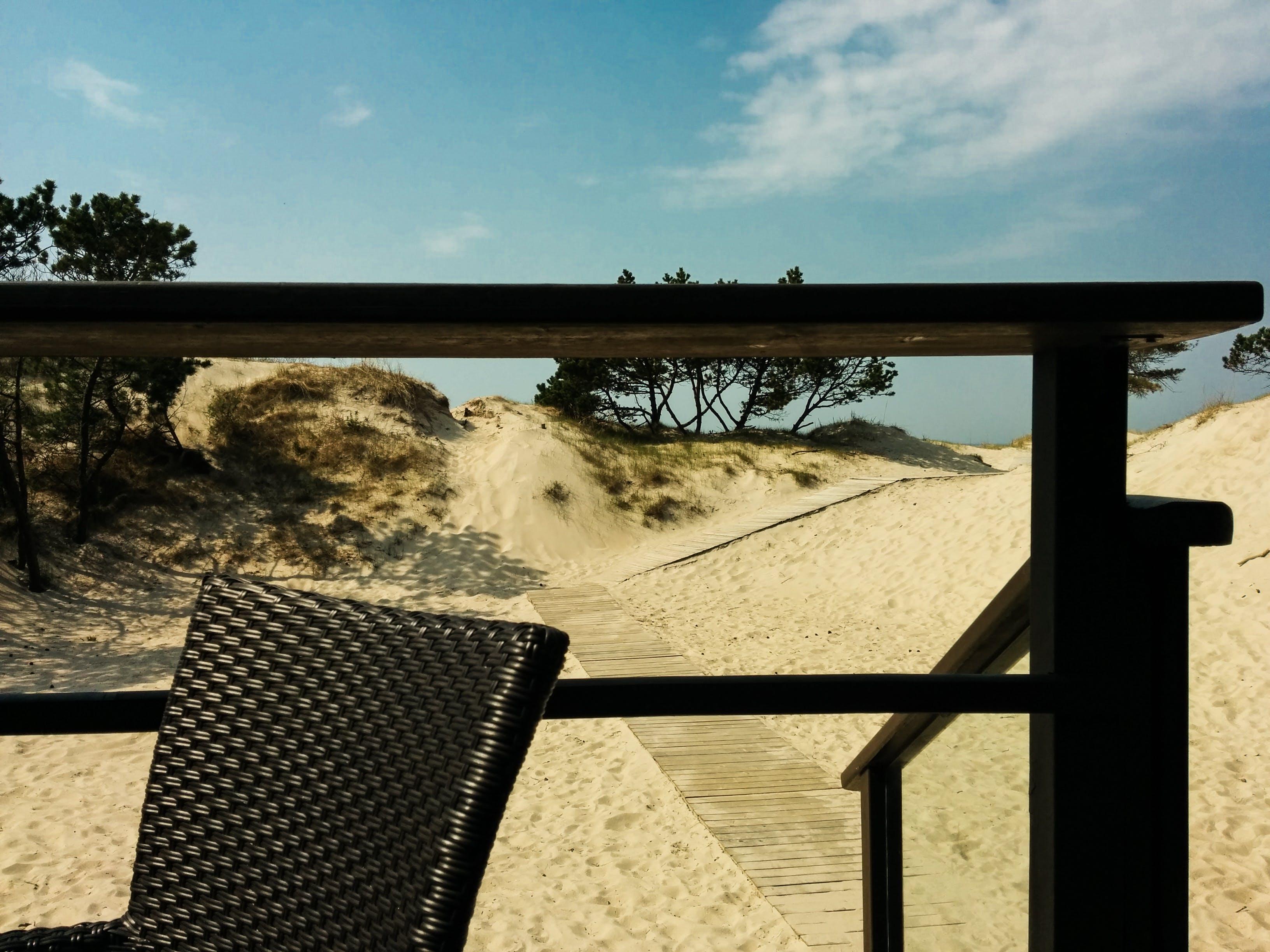 Gratis lagerfoto af afslapning, balkon, bænk, dagslys
