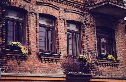 Immagine gratuita di antico, architettura, balcone, città