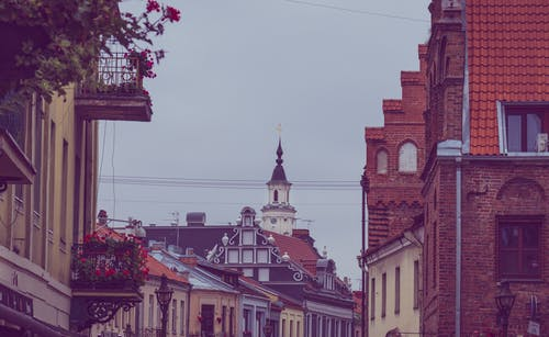 Fotos de stock gratuitas de arquitectura, balcón, calle, centro de la ciudad
