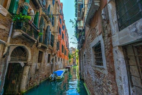 Gratis stockfoto met architectuur, avontuur, balkon, boten