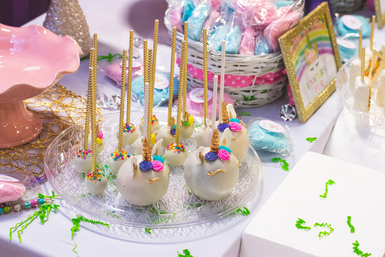 Безкоштовне стокове фото на тему «великий план, веселий, вечірка, випічка»