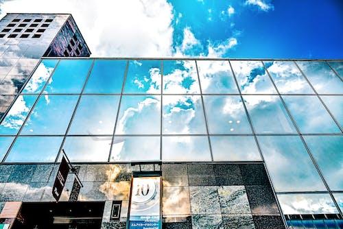 Foto d'estoc gratuïta de avió, cel, cel blau, façana