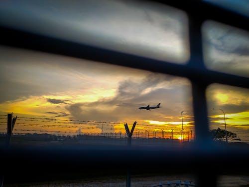 gün batımı, havaalanı, Havaalanı kapısı, havalimanı içeren Ücretsiz stok fotoğraf