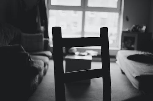 Fotobanka sbezplatnými fotkami na tému čierna a biela, dom, okno, stolička