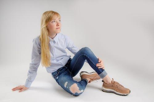 Foto d'estoc gratuïta de #girl, adolescent, fons blanc, llum d'estudi