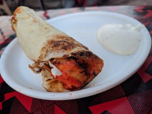 Foto d'estoc gratuïta de aliments de pollastre, carrer, carrer indi, fotografia d'aliments