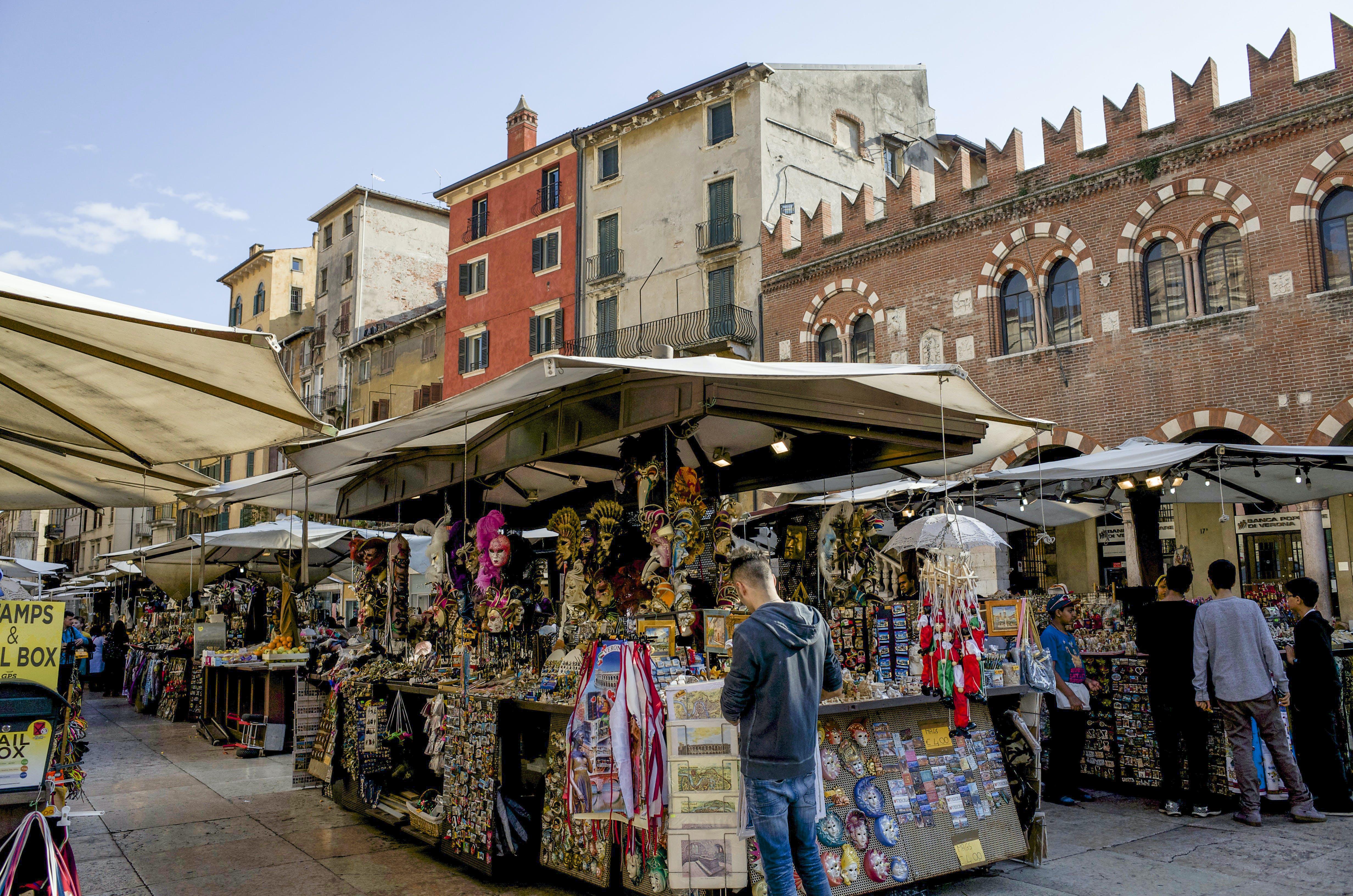 Foto d'estoc gratuïta de a l'aire lliure, arquitectura, bazar, botiga