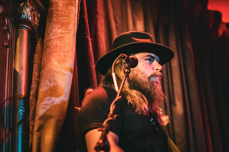 Immagine gratuita di barba, microfono, musicista, uomo