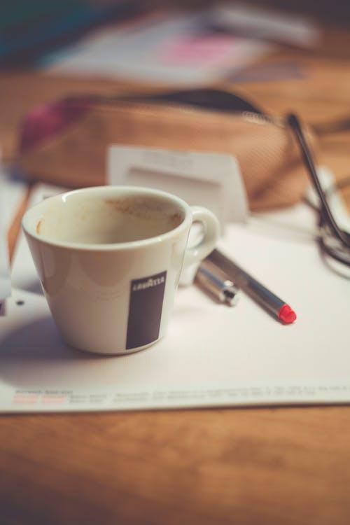 Gratis stockfoto met balpennen, cafeïne, drinken, koffie