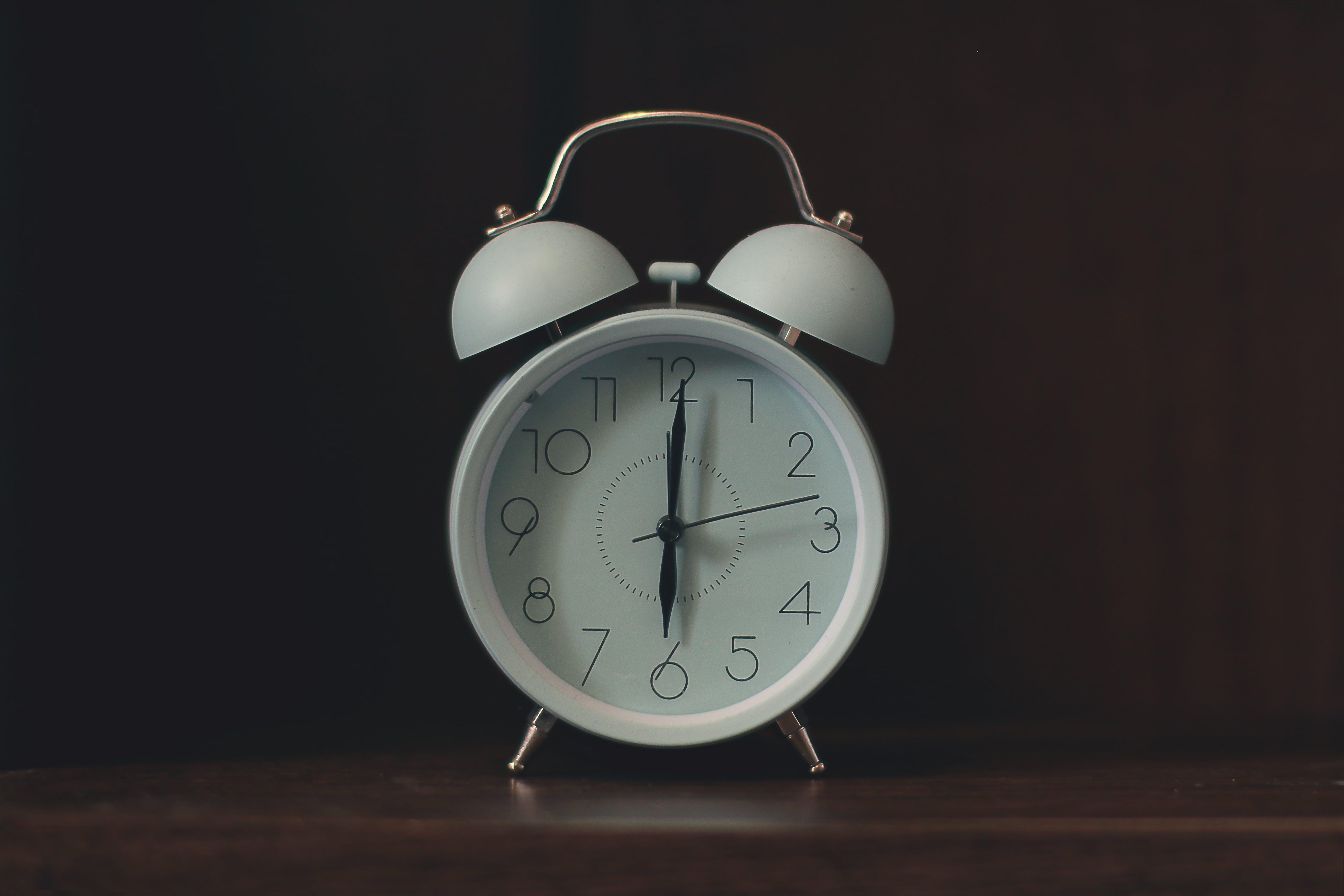 Foto d'estoc gratuïta de alarma, antic, Bon dia, cara