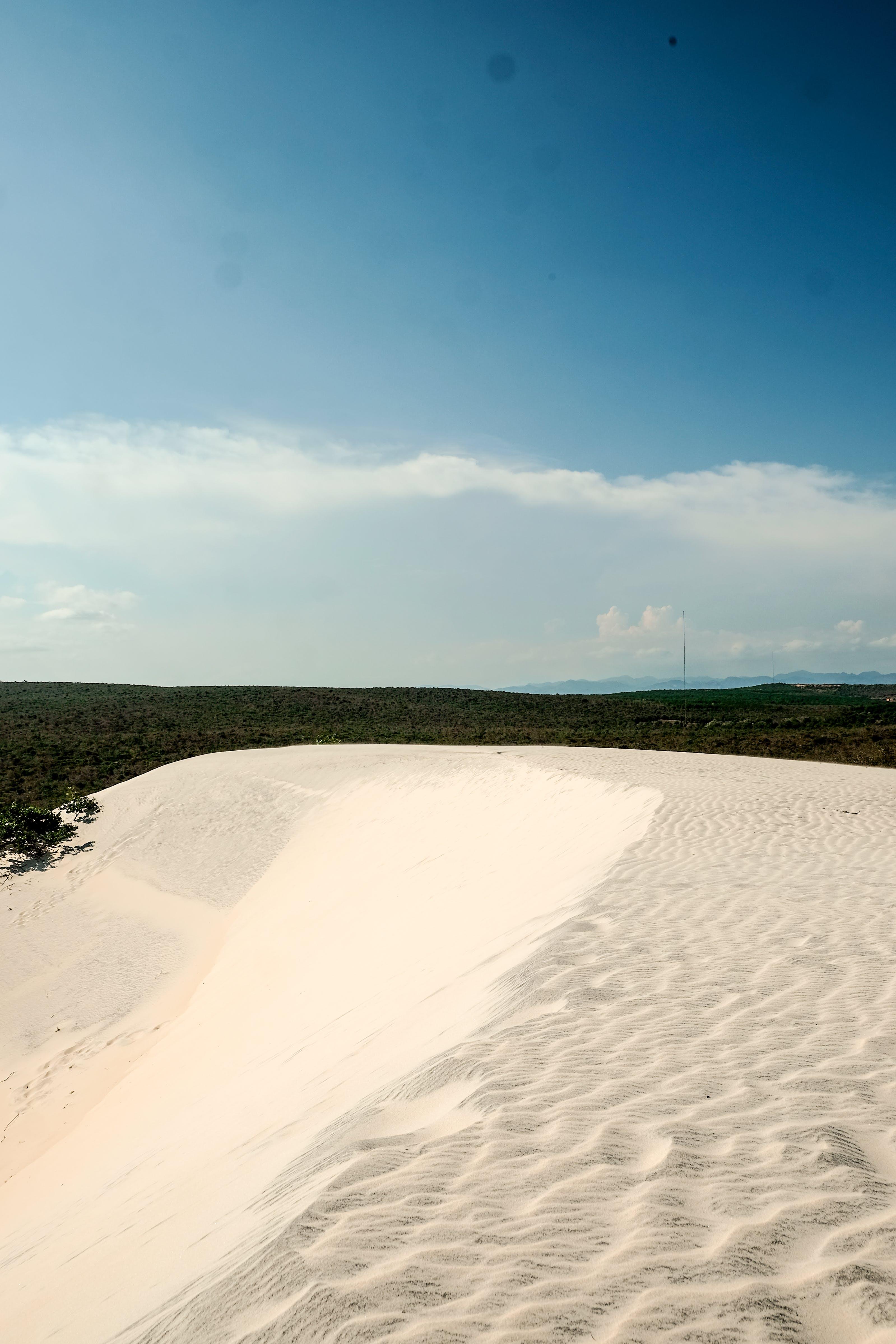 Ilmainen kuvapankkikuva tunnisteilla hiekka, hiekkadyyni, sininen taivas, taivas