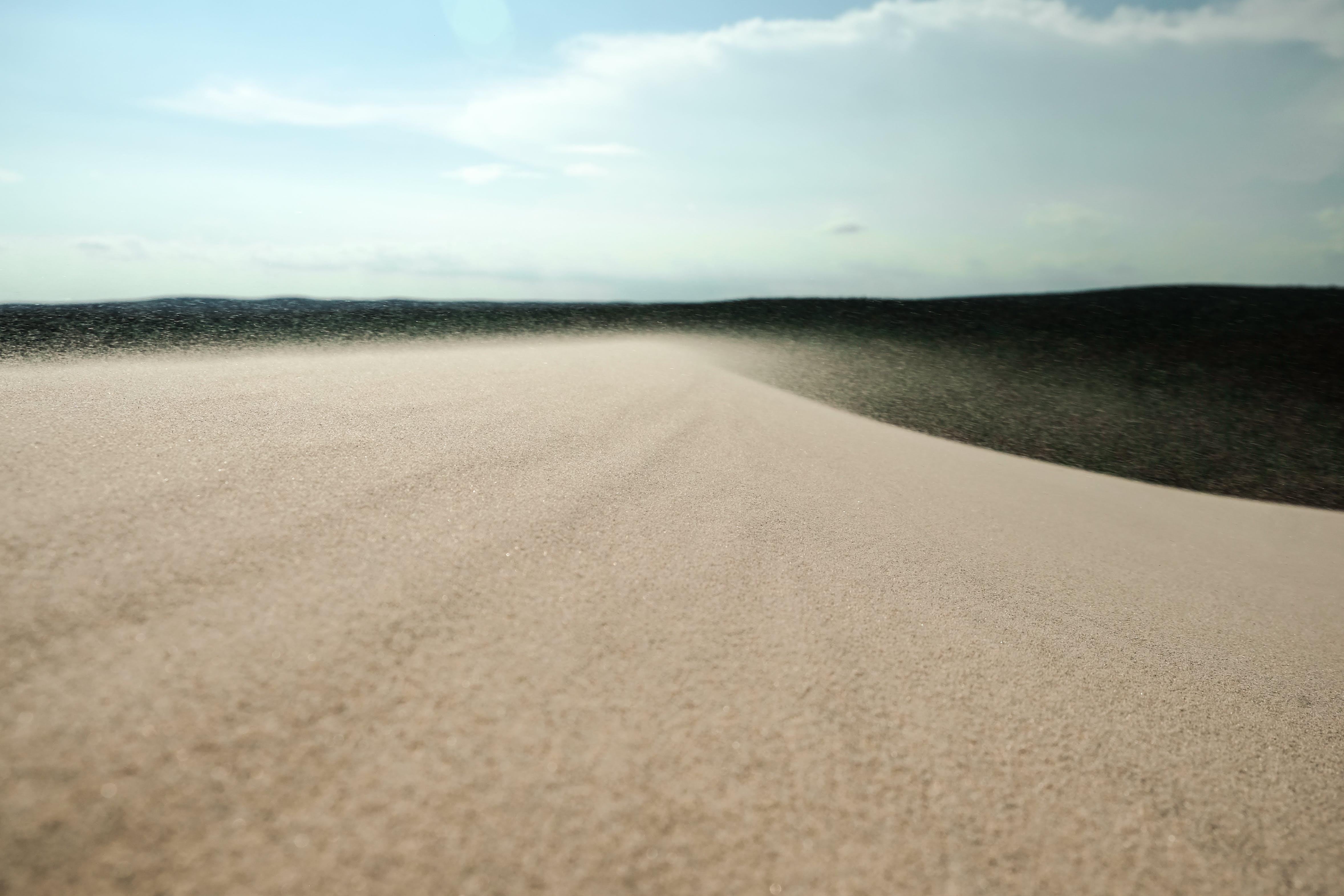 Ilmainen kuvapankkikuva tunnisteilla hiekka, hiekkadyyni, taivas, Tuuli