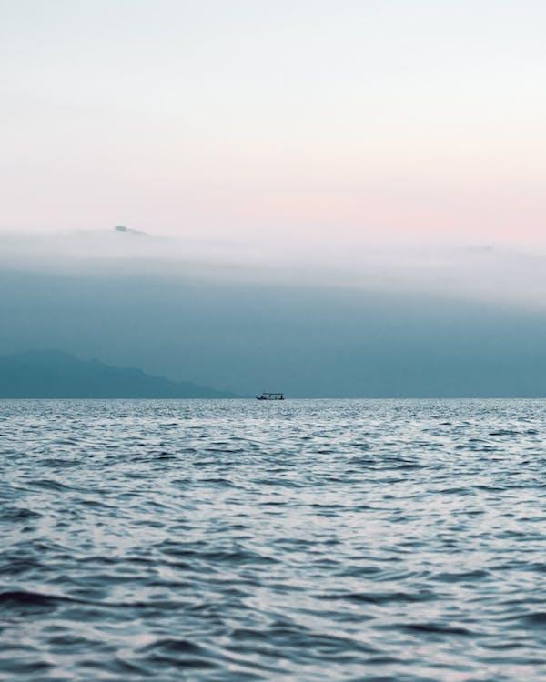 albastru, apă, barcă