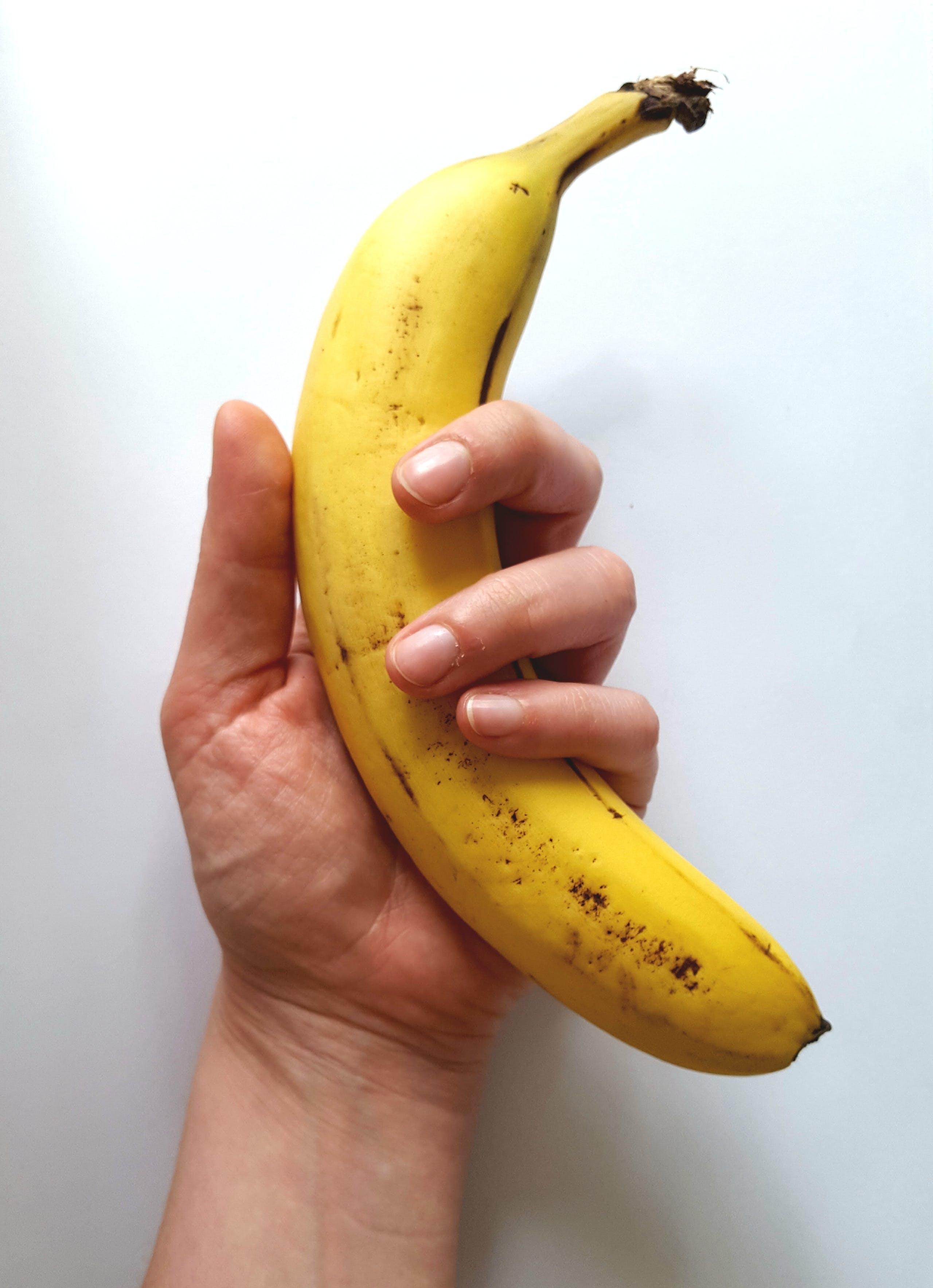 Kostenloses Stock Foto zu banane, festhalten, frisch, frucht