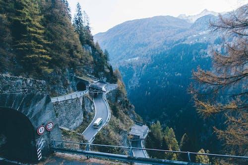 Gratis lagerfoto af bil, bjerg, dagslys, dal