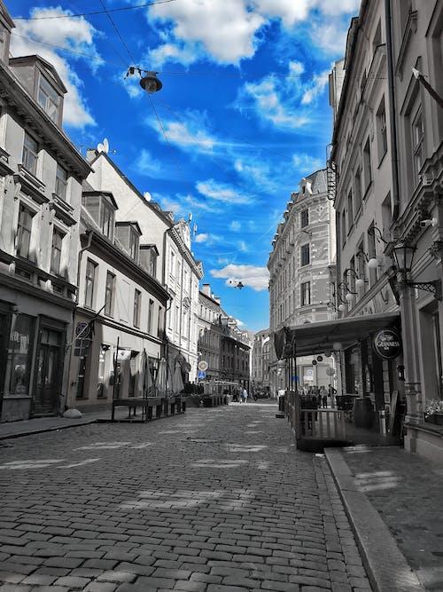 Darmowe zdjęcie z galerii z architektura, błękitne niebo, czarno-biały, historyczny