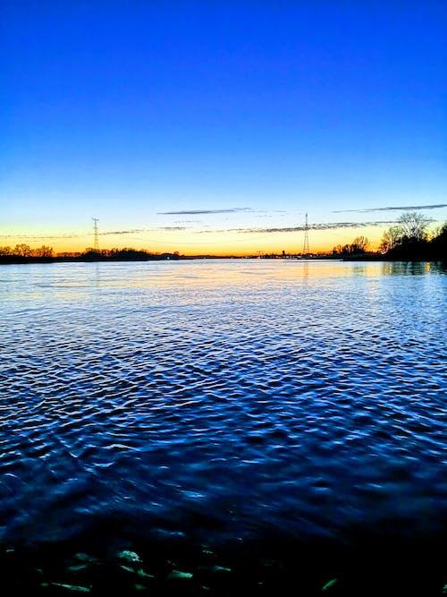 Foto profissional grátis de #agua, beira-rio, horizonte, rio