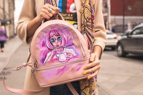 คลังภาพถ่ายฟรี ของ กระเป๋าข้ามร่างกาย, กระเป๋าสีชมพู, ความงดงาม, ตามแฟชั่น