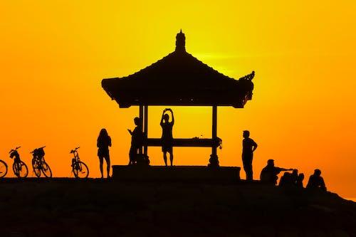 Immagine gratuita di persone, torretta, tramonto