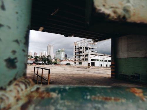 Ilmainen kuvapankkikuva tunnisteilla arkkitehtuuri, autio, hylätty, katukiveys