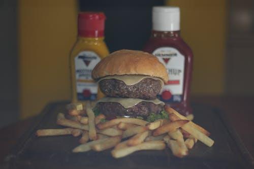 Kostenloses Stock Foto zu cheeseburger, hamburger, pommes frittes
