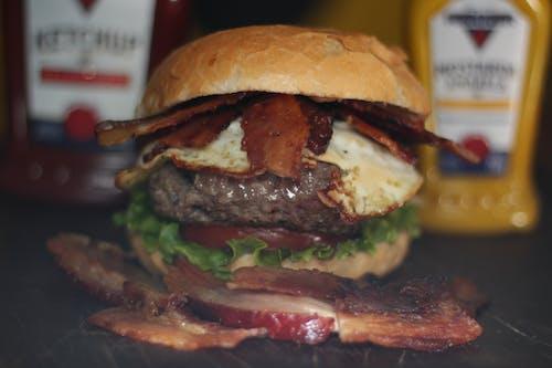 Kostenloses Stock Foto zu cheeseburger, hamburger, speck