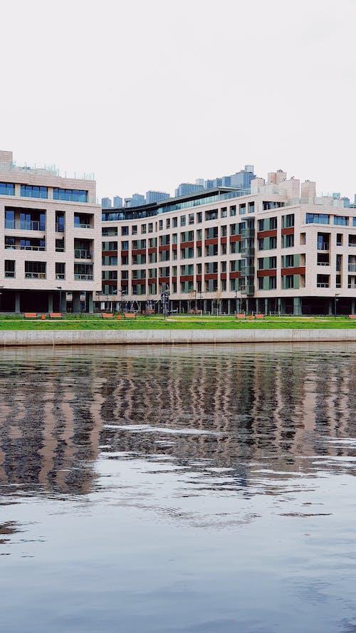 Gratis lagerfoto af arkitektur, by, dam, hus