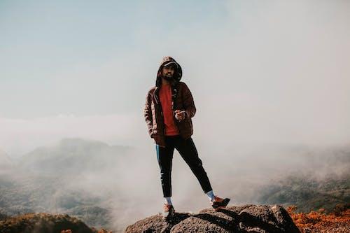 Photos gratuites de aventure, brouillard, chaleureusement, escalader