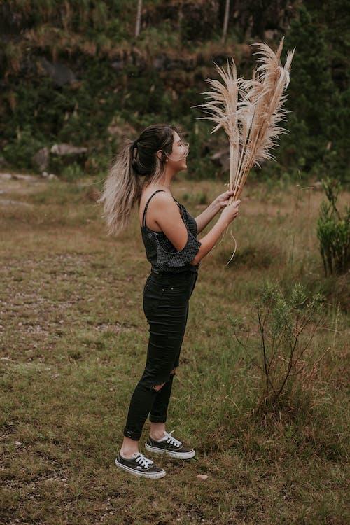 Foto d'estoc gratuïta de foto vertical, fotografia vertical, noia asiàtica, retrat