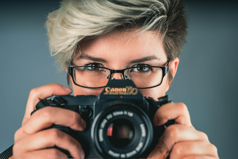 Δωρεάν στοκ φωτογραφιών με canon, άνθρωπος, βλέπω, γυναίκα