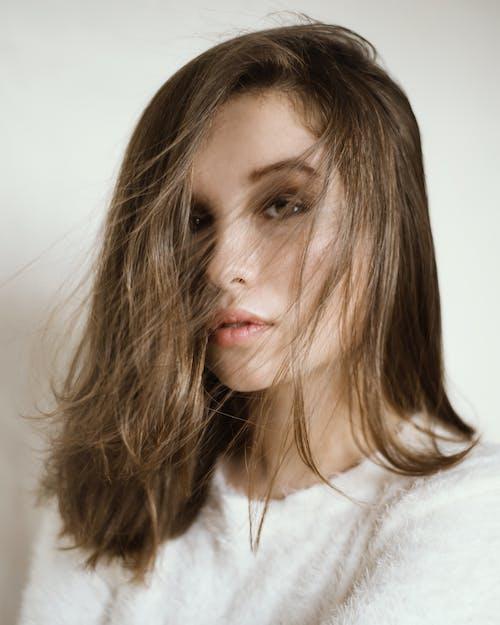 Kostnadsfri bild av ansikte, attraktiv, brunett, kvinna
