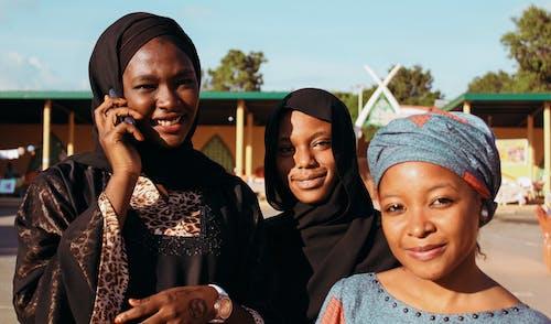 女士們, 女性, 微笑, 快樂 的 免費圖庫相片