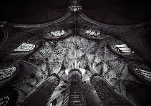 Photos gratuites de église, noir et blanc, plafond
