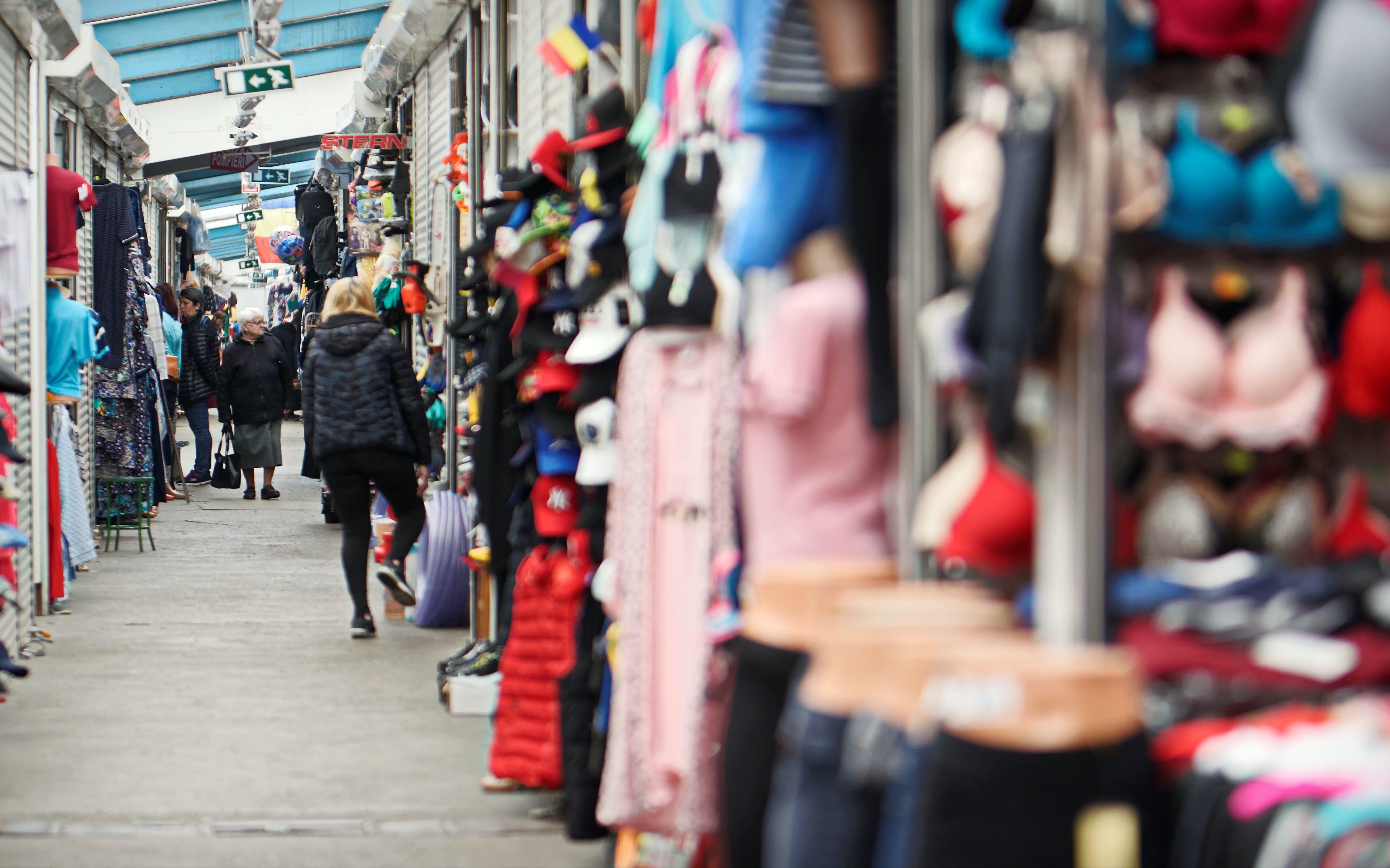 Foto d'estoc gratuïta de a la venda, bazar, béns, comprant