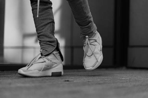 Ingyenes stockfotó cipő, divat, dorkó, elmosódott háttér témában